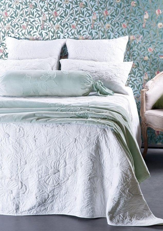 Magnolia Bedspread with Moineau Comforter HR 633x896