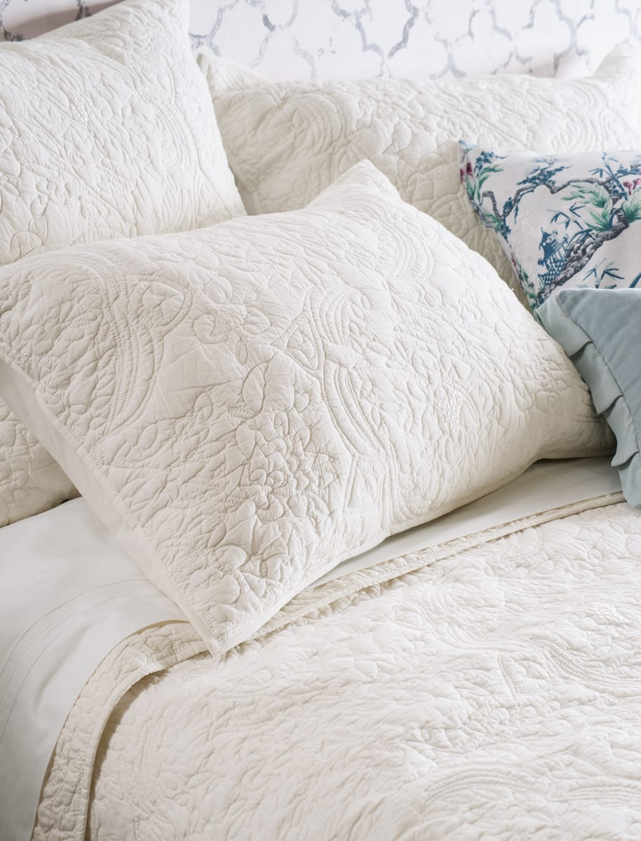 Bianca Lorenne Amberley Ivory Bedspread Close Up HR