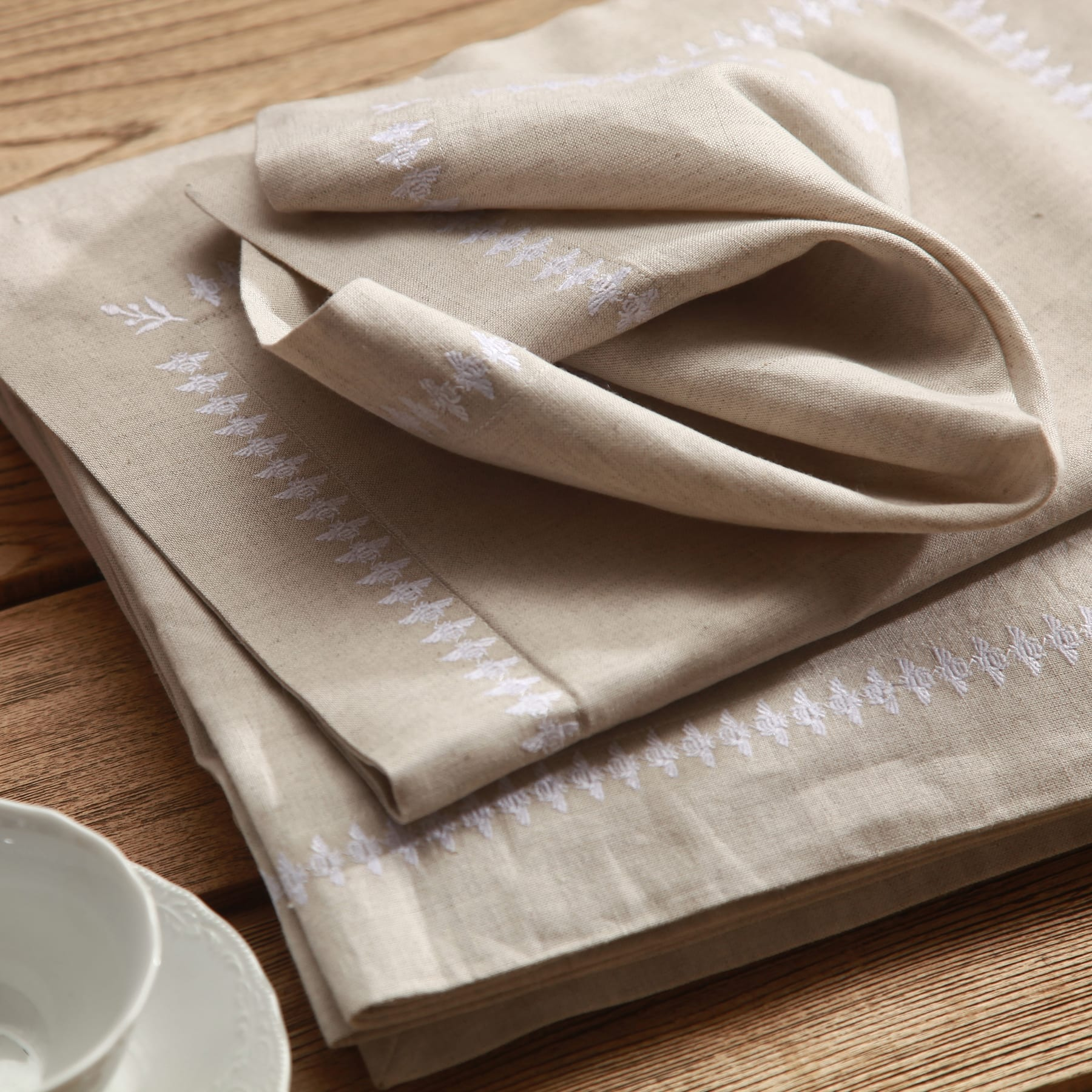 MM Linen French Bee Napery 1