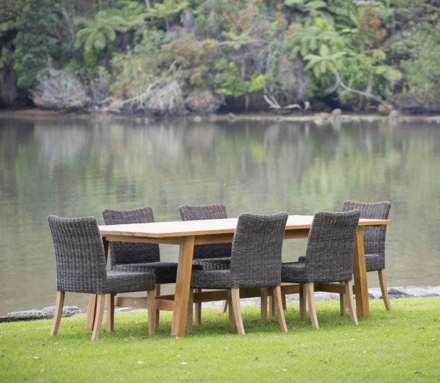 Claris 2700 with Moki Chairs 633x551