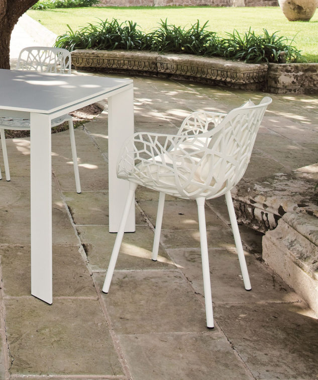 Grande Arche Extendible Table and forest armchair 633x755