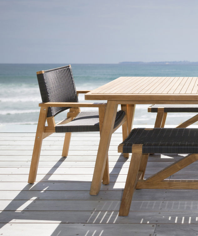 Porter 2400 with Waipuna Chairs beach setting 633x755