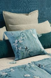 chouchin cerulean blue cushion LR 180x271