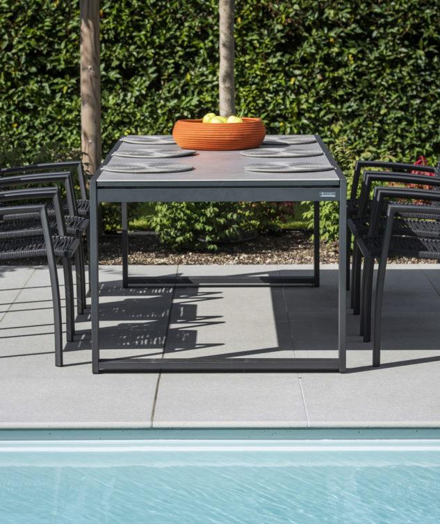Vigo Outdoor Dining Lifestyle 633x755