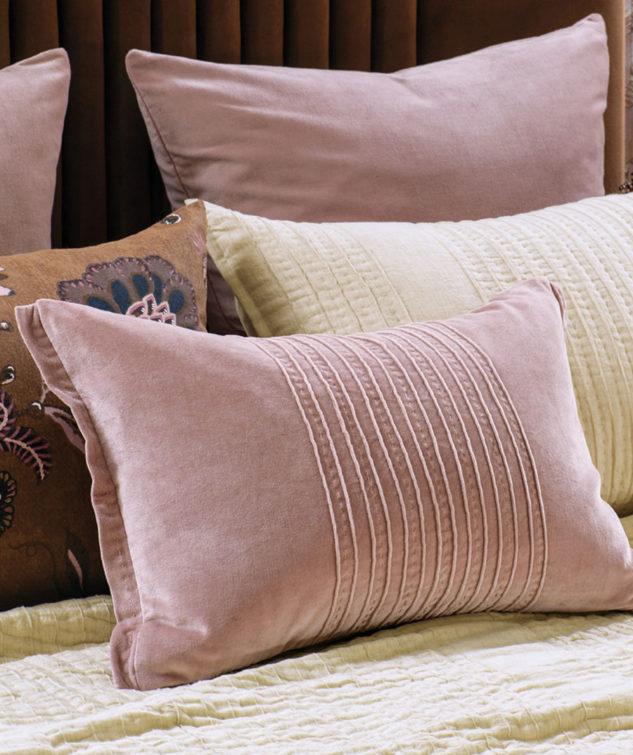 Bianca Lorenne piega cushion