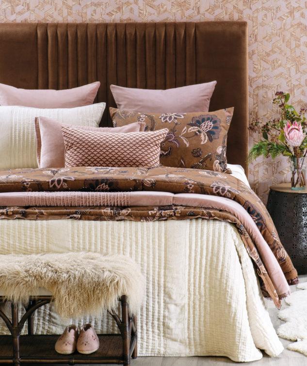 Bianca Lorenne Piega Comforter Puritsu bedspread